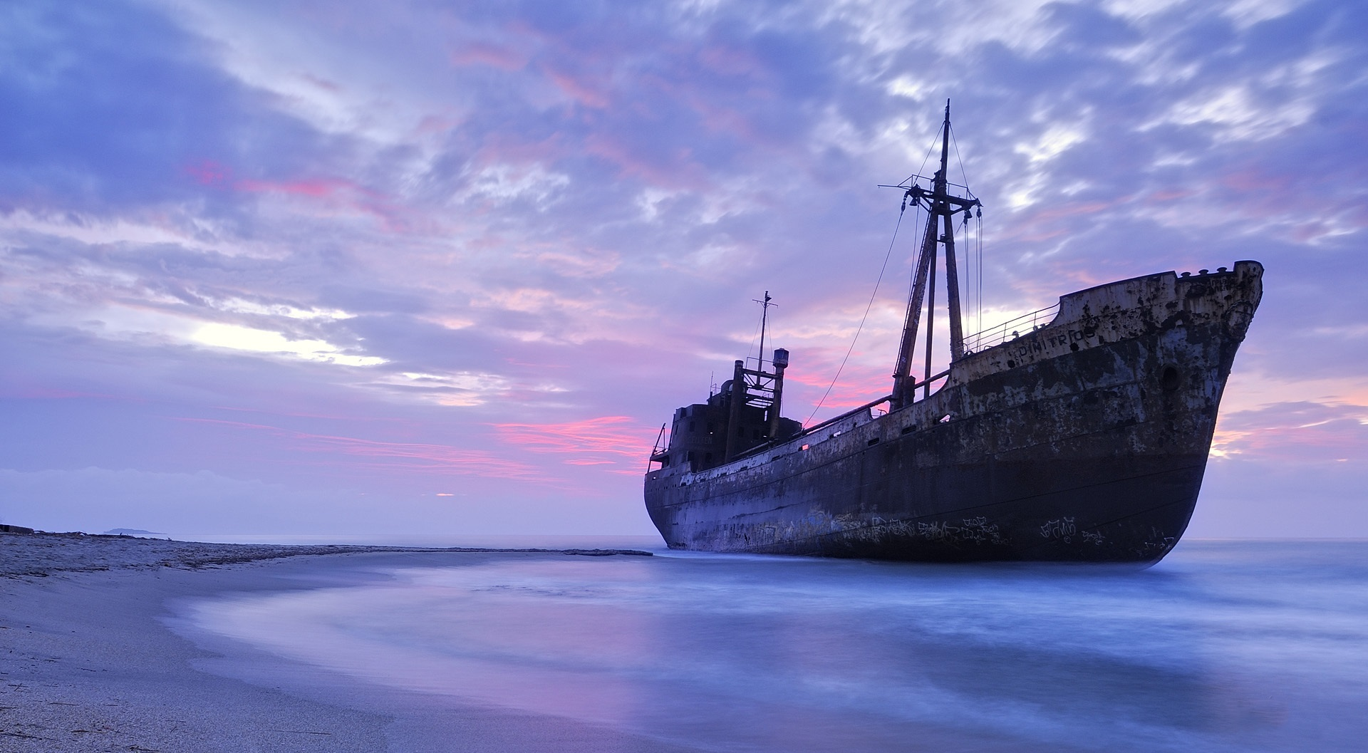 ship-is-stranded-1