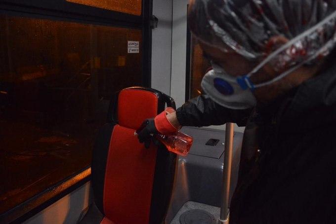 ضدعفونی کردن اتوبوس ها بر اثر شیوع کرونا در تهران