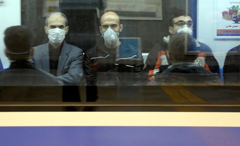 سایه سنگین کرونا بر سر مسافران مترو