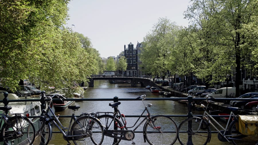 http___cdn.cnn.com_cnnnext_dam_assets_130716134922-amsterdam-bicycles