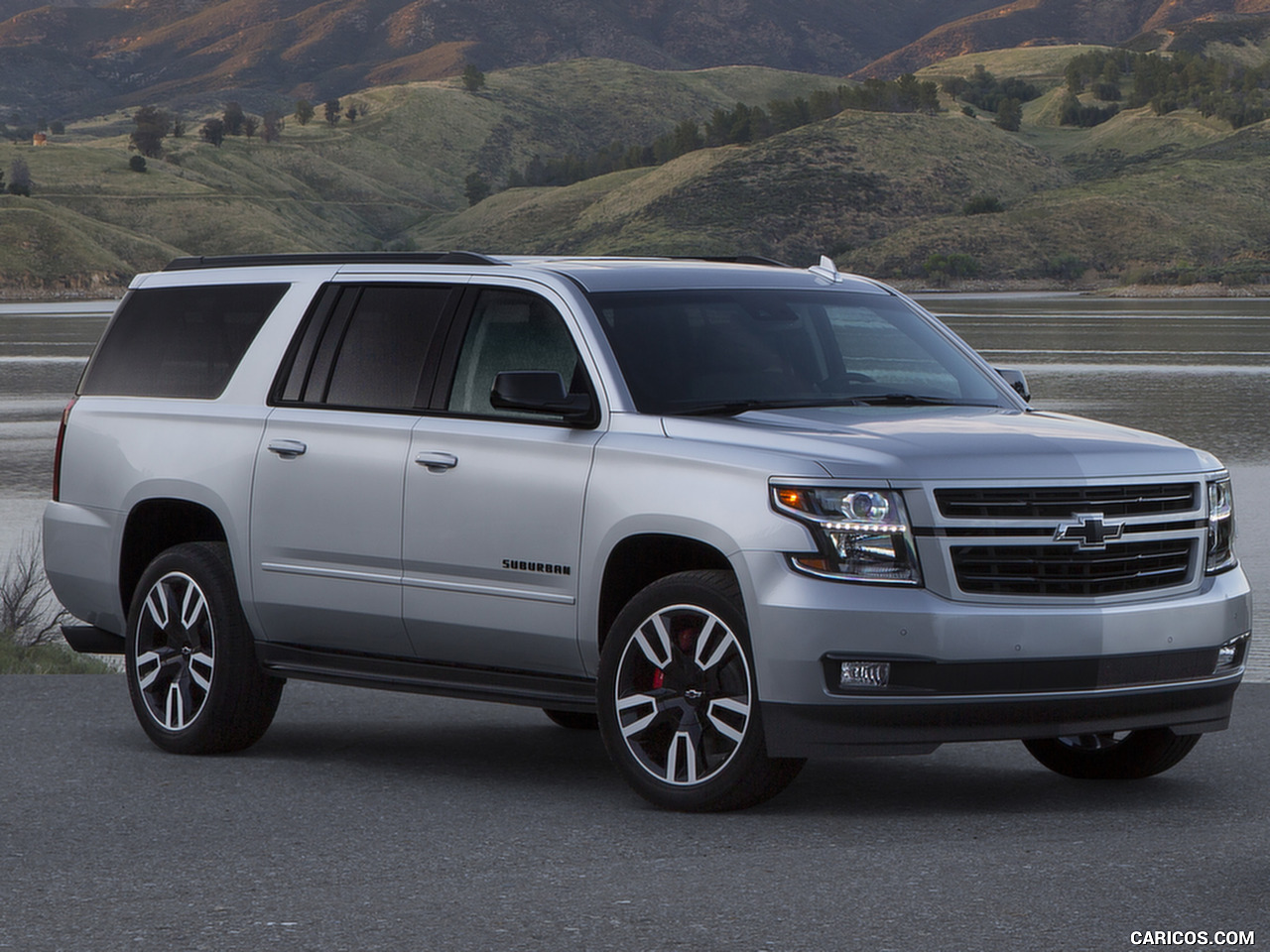 2019_chevrolet_suburban_rst_performance_package_1_1280x960