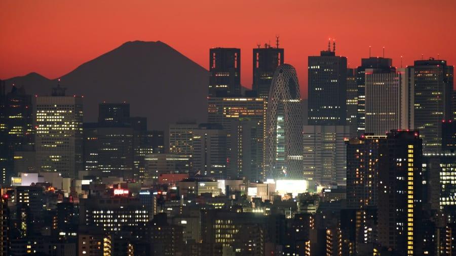 http___cdn.cnn.com_cnnnext_dam_assets_190902114250-tokyo-skyline-fuji