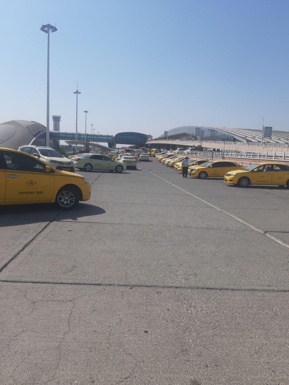 پارکینک موقت تاکسی های فرودگاهی