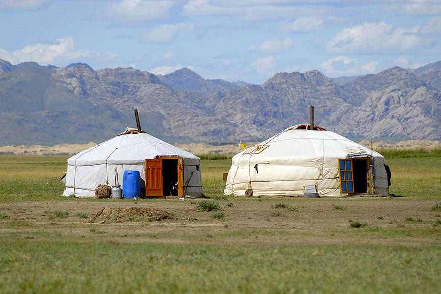 mongolia_steppe_yurts_0