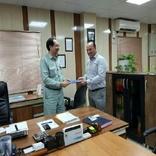 اهداء لوح تقدیر به مدیر بخش خدمات صنعتی شرکت فولاد خوزستان