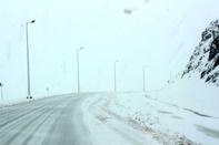 جاده سی سخت به پادنا همچنان مسدود است