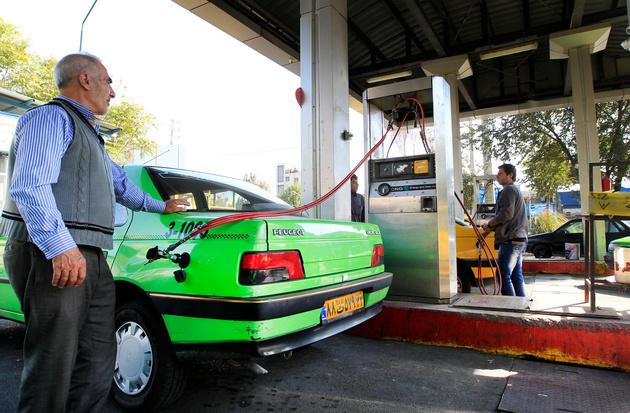 تصمیم سهمیهبندی بنزین با سران قواست