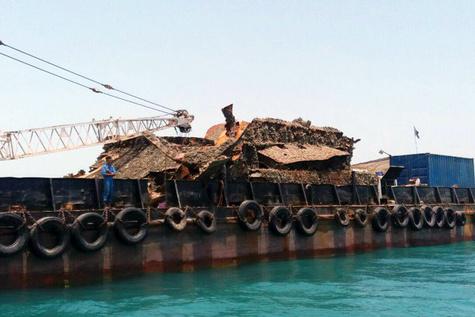 خارجسازی شناور مغروقه در دهانه بندر بهمن
