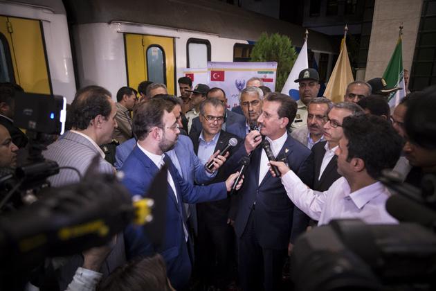 اولین قطار تهران - آنکارا حرکت کرد/ورود ١٧٢ لوکوموتیو و واگن ساخت داخل به شبکه ریلی