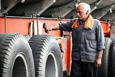 عکس| وضعیت لاستیک یک کامیون