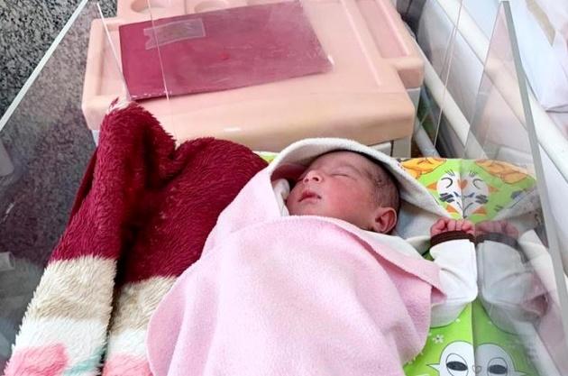تولد یک نوزاد دختر در ایستگاه مترو دروازه دولت + عکس
