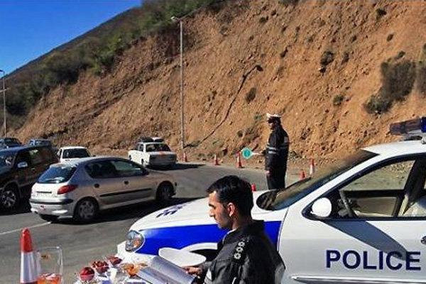 متن عجیب یک آگهی: جاده آسفالت بدون پلیس!