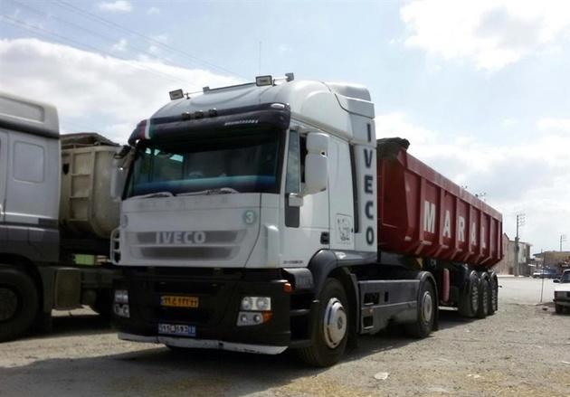 گرفتار شدن کامیونها در روسیه