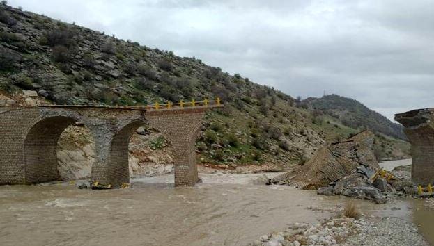 در سیل لرستان پل 100ساله ماند پل دوساله خراب شد