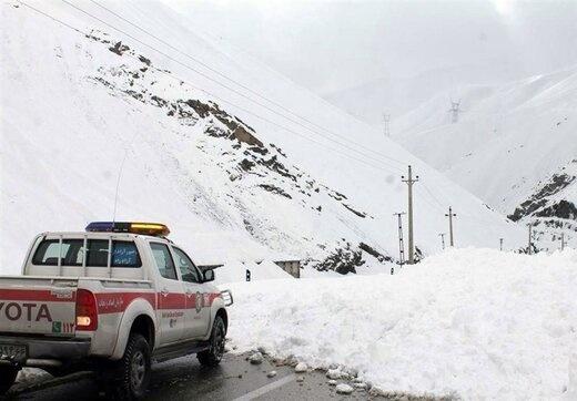 ریزش بهمن در گردنه ژالانه؛ راه ارتباطی ۵ روستای کردستان همچنان مسدود است