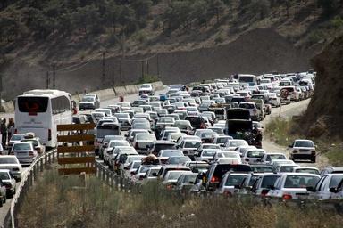 ترافیک آزادراه تهران - کرج - قزوین و جاده کرج - چالوس سنگین است