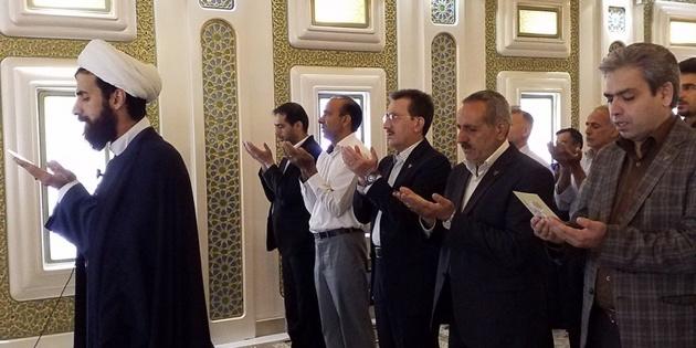 برگزاری نماز عید سعید فطر در ایستگاه راه آهن مشهد با حضور مدیر عامل راه آهن ج.ا.ا