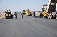 آغاز عملیات آسفالت بزرگراه ورودی شهرستان منوجان در جنوب استان کرمان