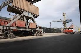 همکاری کامیونداران برای تخلیه سریع بنادر