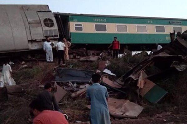 برخورد دو قطار مسافربری در پاکستان/ دست کم ۳۶ نفر کشته شدند