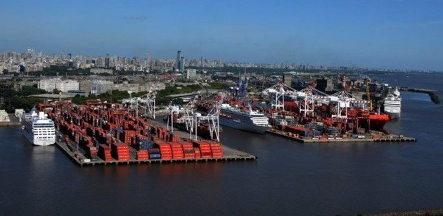 The container port of Buenos Aires in the mega-ship era