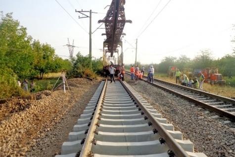 تجمع کارگران پروژه راه آهن قزوین - رشت مقابل فرمانداری رودبار