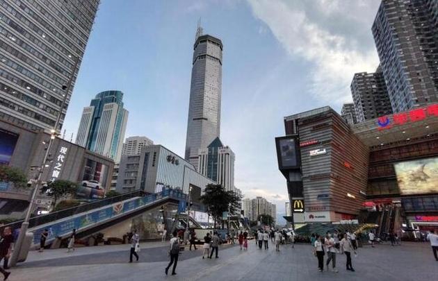 تخلیه آسمانخراش ۷۰ طبقه در جنوب چین