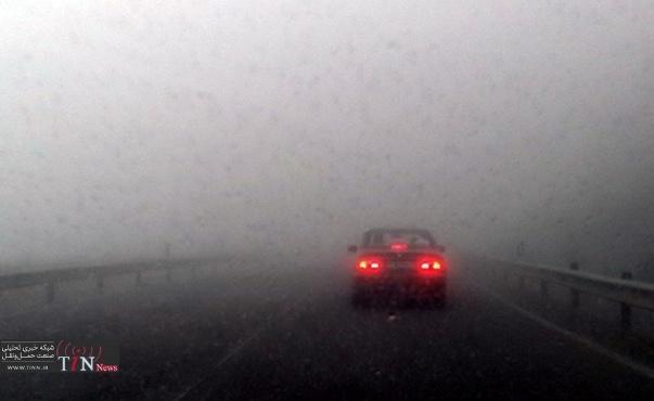 مه غلیط موجب کندی تردد خودروها در جاده های همدان شد