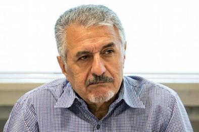 صفائی فراهانی: احمدینژاد همان کاری را کرد که شاه انجام داد
