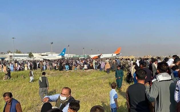 وقوع حریق در فرودگاه کابل