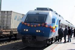 سوت نخستین قطار ارومیه به سمت مشهد نواخته شد