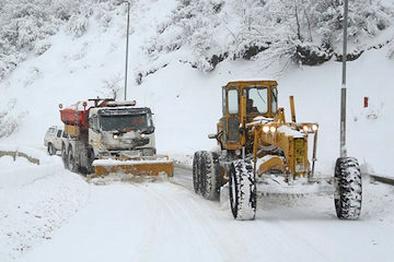 استقرار راهداران در محورهای برفگیر مازندران