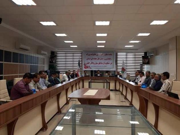 کارکنان راهداری هرمزگان حقوق یک روز خود را به سیل زدگان اهدا کردند