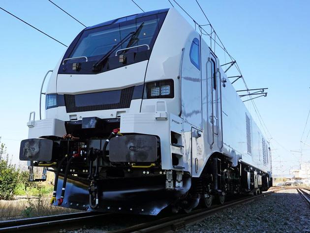 ELP orders 9 MW multi-system electric locos