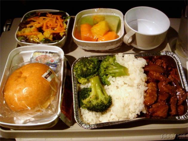 چرا غذای هواپیما بدمزه است؟