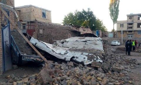 وزیر راهوشهرسازی از مناطق زلزلهزده آذربایجان بازدید میکند