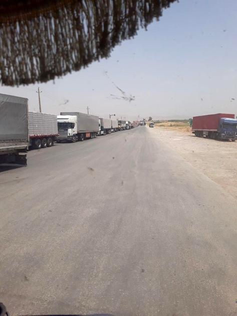 عکس| صف طولانی کامیونها در مرز پرویزخان