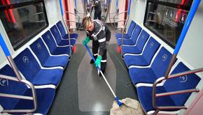 تصاویر| تمیز کردن واگنهای مترو در مسکو