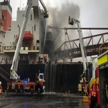 Fire breaks out on bulk carrier at Port of Kempla