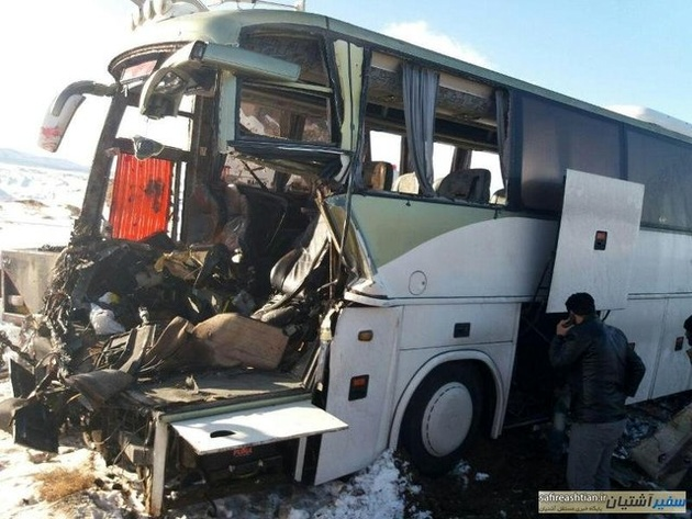 کشته و مجروح شدن 7نفر در تصادف اتوبوس با یک تریلی در محور سرخه- آرادان