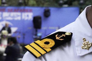 تقدیر از دو کاپیتان فعال بندر شهید رجایی در روز جهانی دریانورد
