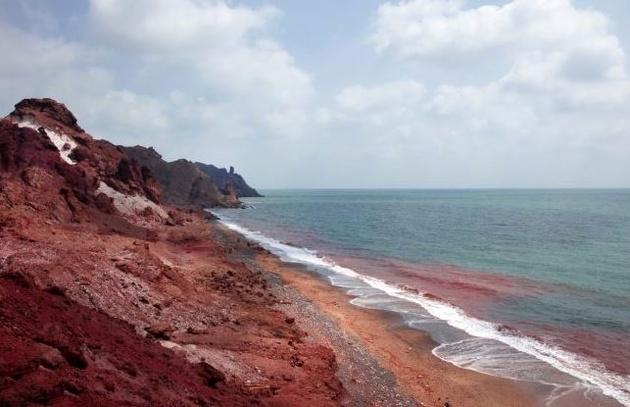 افتتاح فاز اول ساماندهی خط ساحلی جزیره هرمز با حضور وزیر کشور