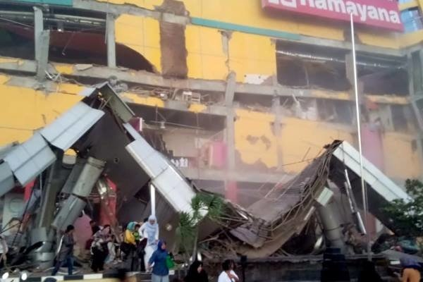 ۴۸ کشته بر اثر وقوع زمینلرزه و سونامی در اندونزی