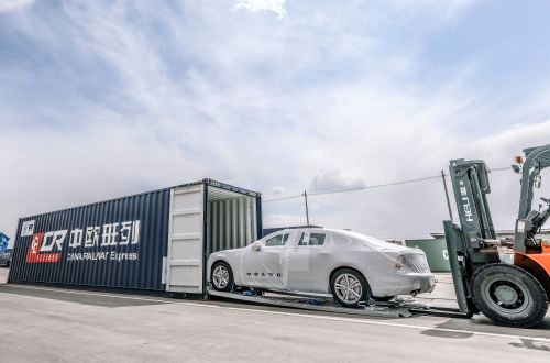 Volvo delivers cars from China to Europe by rail