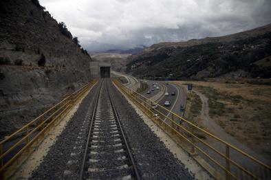 اهمیت توزیع منابع در پروژههای ریلی