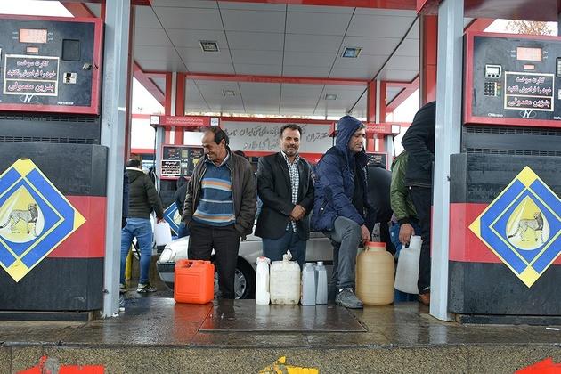 چرا تودههای مردم به افزایش قیمت سوخت اعتراض میکنند؟