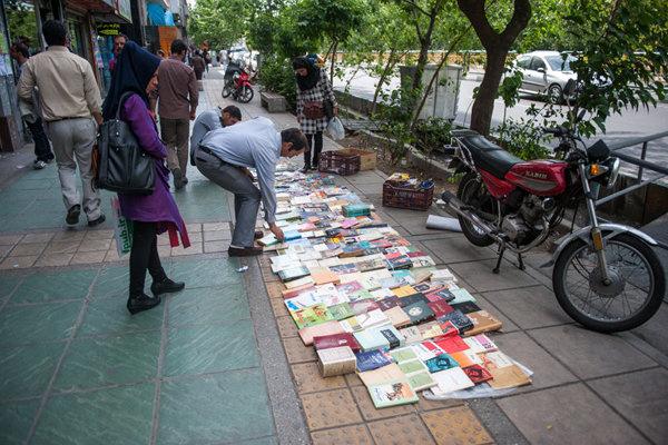 پاکسازی و ساماندهی پیاده راه محدوده انقلاب تا چهارراه ولیعصر