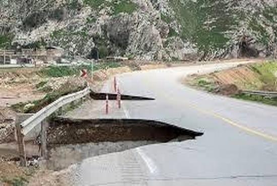 رانندگی در سیلاب؛ ماجراجویی، شجاعت یا ...؟+ فیلم