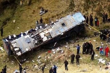 13 کشته در واژگونی اتوبوس حامل اتباع چینی در پاکستان