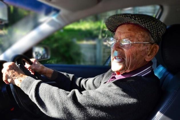 تشخیص زودهنگام زوال عقل با ارزیابی رفتارهای رانندگی